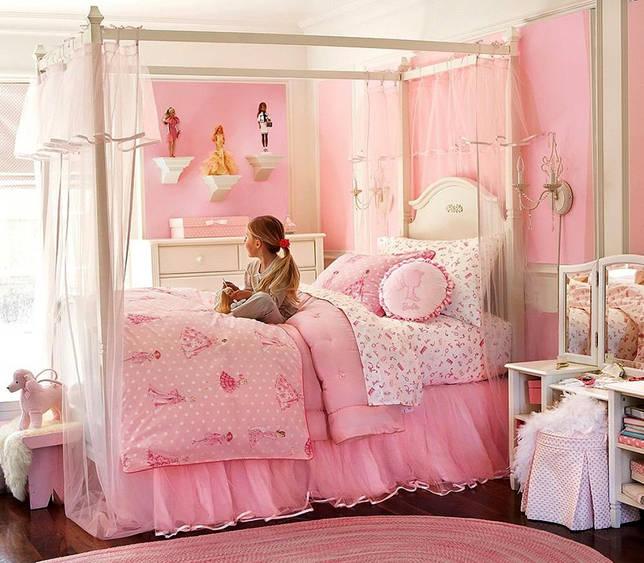 Чаще всего балдахины в спальню девочки имеют светлые цвета и легкую фактуру