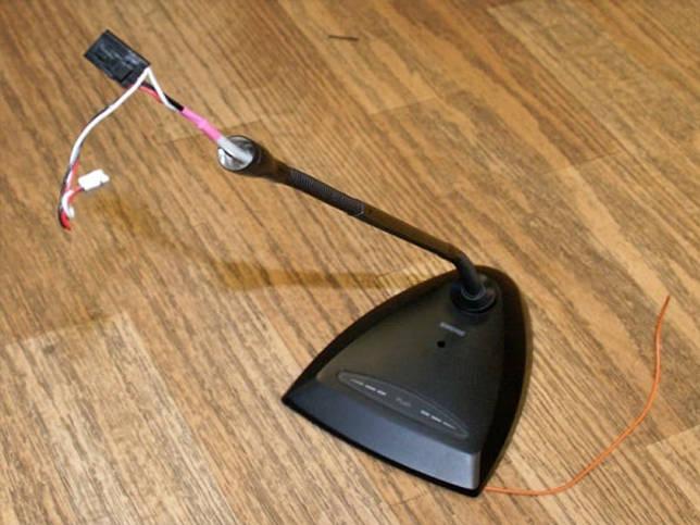 Повреждённый кабель микрофона