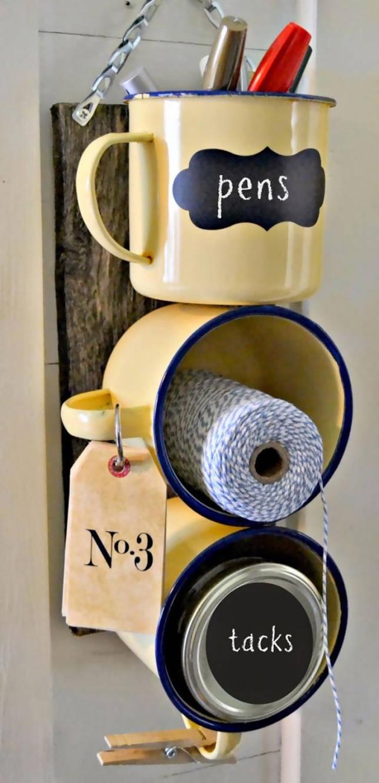 Кухонный органайзер из эмалированных кружек