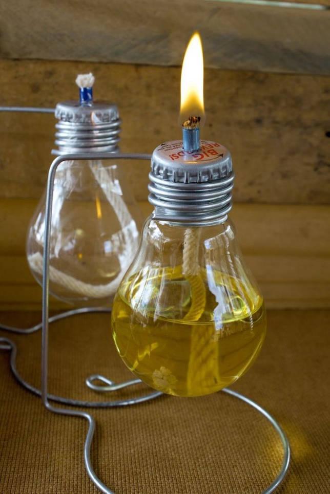 Лампадка из лампочки на подставочке из металлического прута