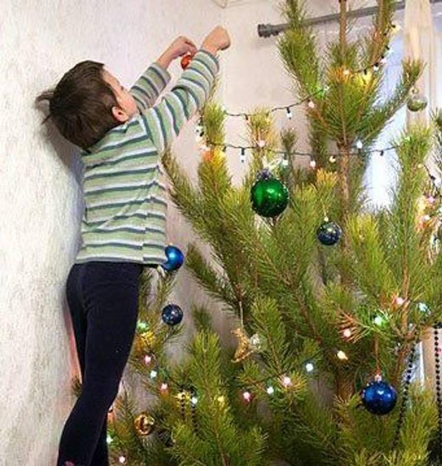 Как украсить елку гирляндой