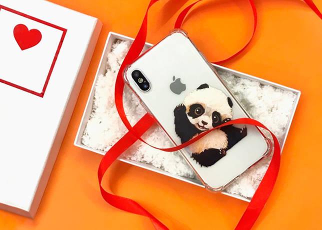 Телефон в чехле с пандой в подарочной упаковке