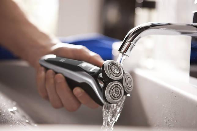 Фото: Электрическая бритва для влажного бритья