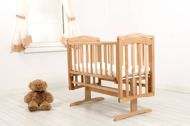 Детская кроватка-люлька с маятниковым механизмом поперечного качания