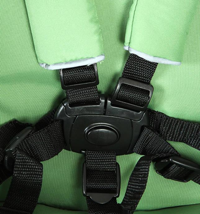 Пятиточечные ремни предотвращают падение малыша