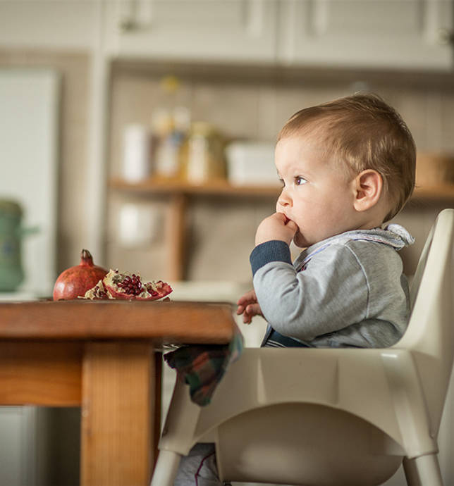 Ребенок ощущает психологический комфорт, общаясь за столом с родителями