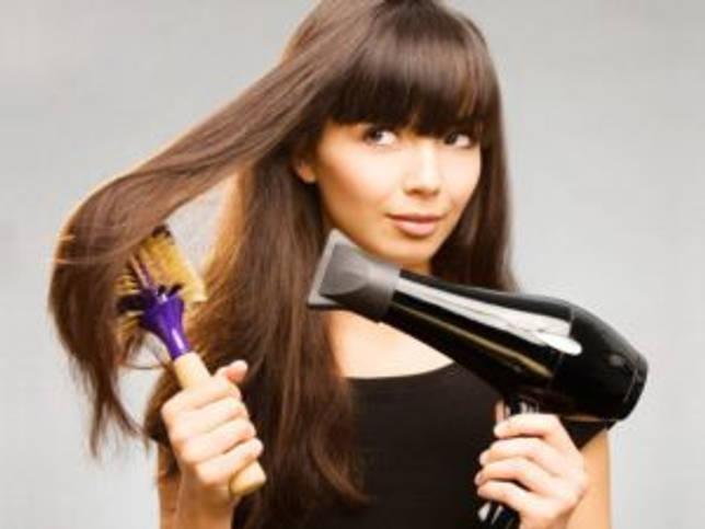 Как выпрямить волосы феном