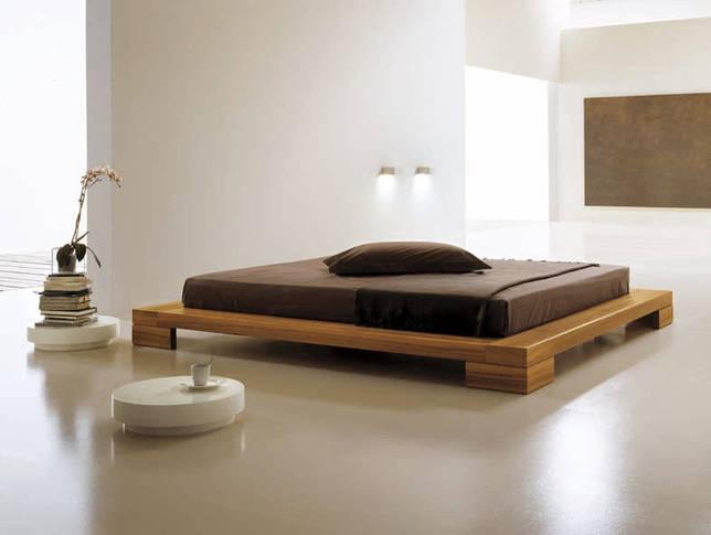 Коричневая кровать