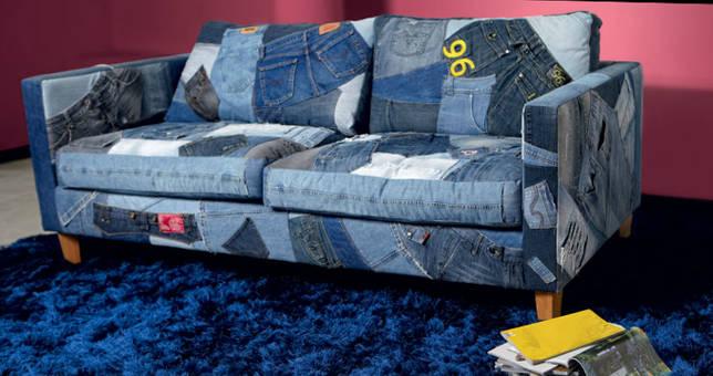Оббиваем диван старыми джинсами