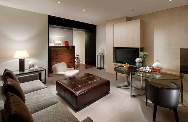 Полки над телевизором в гостиной: фото, как разместить открытые и закрытые варианты