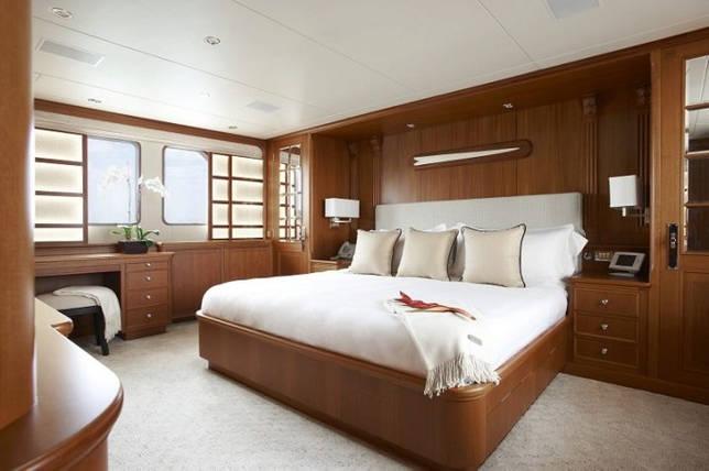 Самая большая кровать в мире: габариты, сколько стоит, кто владелец