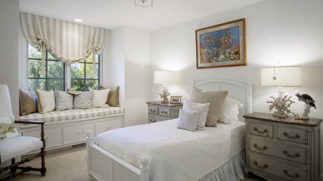 Фото № 1: Винтаж в интерьере спальни: основные черты и приемы