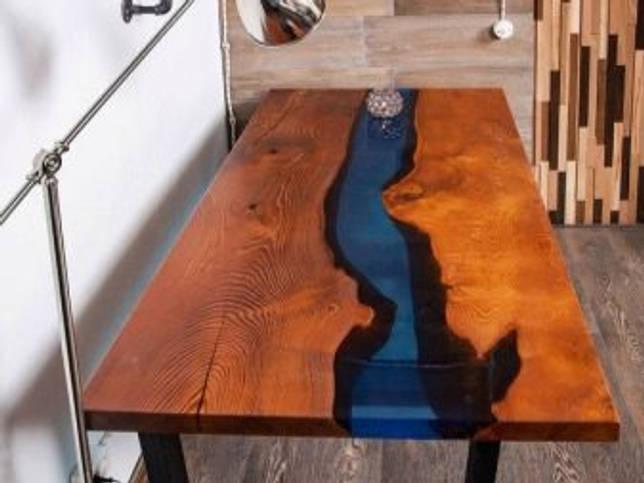 Стол с рекой