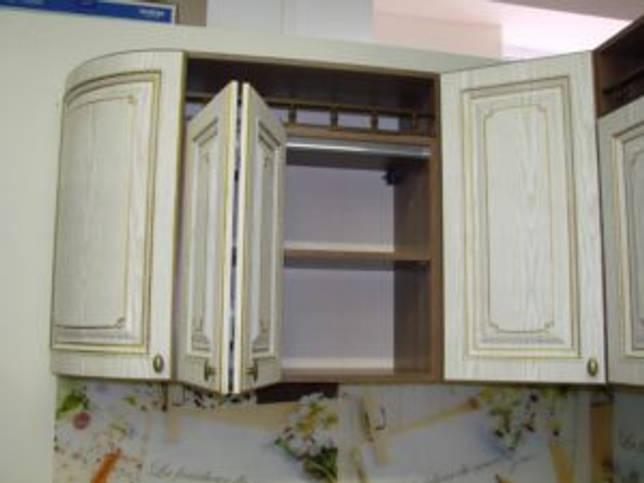 интересный дизайн навесного шкафа