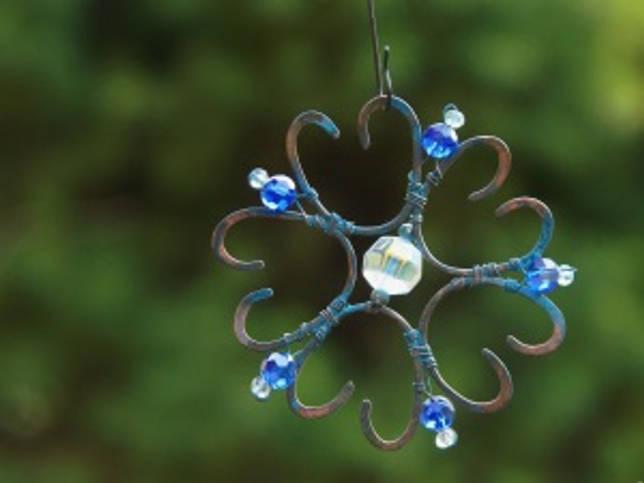 Модная игрушка на елку в синих тонах