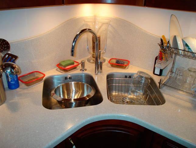 Зачем нужна на кухне двойная раковина: преимущетва мойки