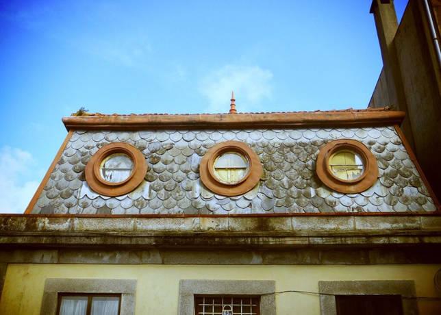 Слуховое окно на чердак круглой формы